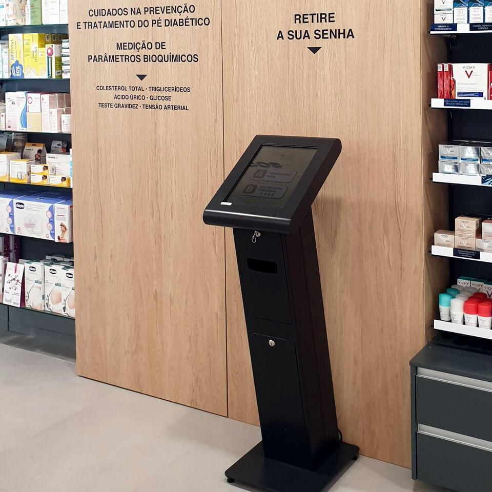 Farmácia Nogueira invests in QMAGINE queue management system